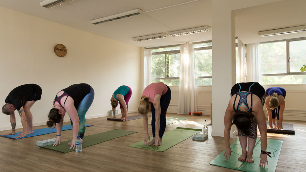 Stretching - A beginners guide to yoga course